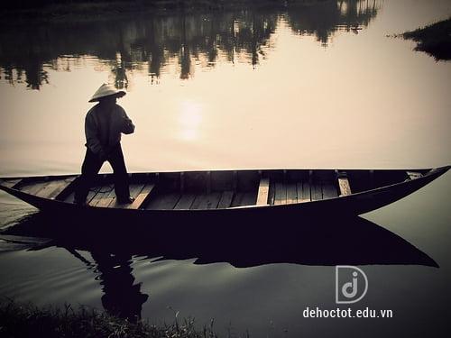 Phân tích hình tượng người lái đò Sông Đà