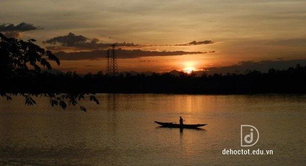 Phân tích vẻ đẹp sông đà trong tác phẩm Người lái đò sông đà - Nguyễn Tuân
