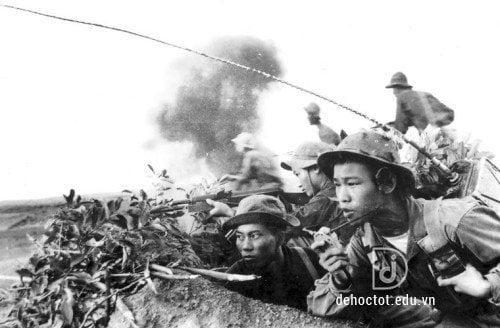 Vẻ đẹp người lính Tây Tiến trong bài thơ Tây Tiến - Quang Dũng