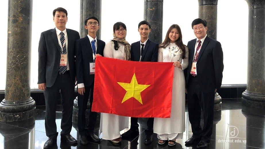 Đoàn Việt Nam tham dự Olympic Sinh học quốc tế 2018