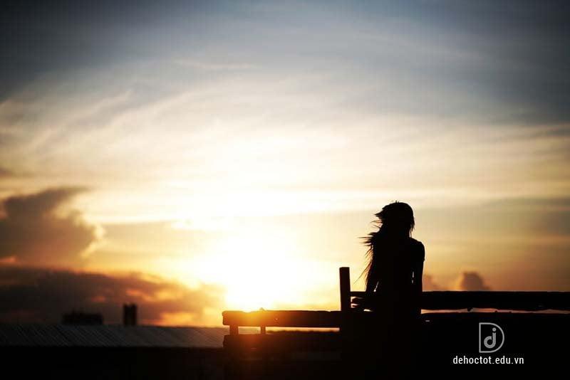 Vẻ đẹp tâm hồn người phụ nữ trong tình yêu qua bài thơ Sóng