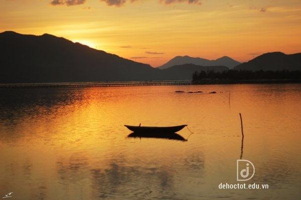 Tổng ôn truyện ngắn Chiếc thuyền ngoài xa - Nguyễn Minh Châu