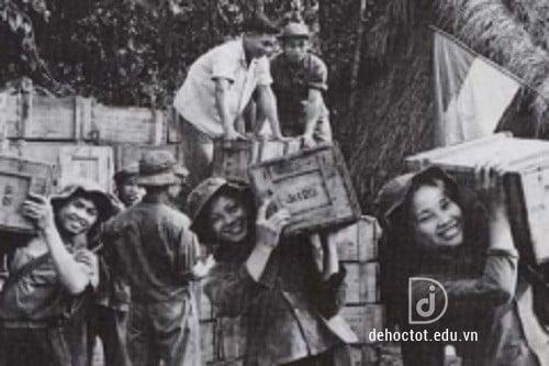 Câu hỏi ôn tập truyện ngắn Những ngôi sao xa xôi - Lê Minh Khuê